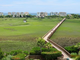 Oceanside Family Resort-Boardwalk to Beach, Pools, Tennis!