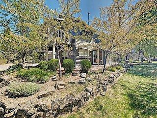 Montara Creek Sanctuary: 10 Acres w/ Hot Tub, Gourmet Kitchen & Private Pond