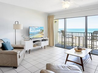 Penthouse - Ocean Front - Corner Unit facing the Pier - Fully Renovated