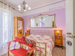 Venere, la dea romana dell'amore e della bellezza, è la stanza rosa degli specchi