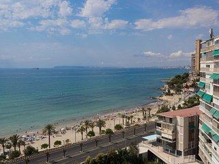 Apartamento de 2 habitaciones, 1ª linea de playa, piscina, parking, wifi.