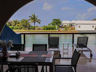 Beautiful waterfront villa near the beach - Villa 428F