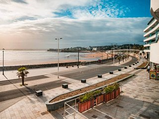 Sandybanks - 'Style on promenade, stunning views'