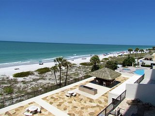 Direct Madeira Beach Views and Sunsets Galore! Walkable to Best of Madeira!
