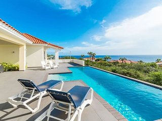 Spacious, Bright Villa - Spectacular Ocean View