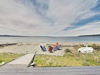 Beachfront 3BR on Bush Point w/ Ocean & Mountain Views, Large Deck