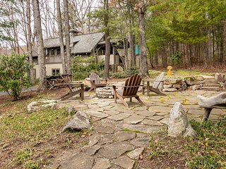 Cozy Cottage in the Woods, very quiet, close to Asheville with all 5 * reviews