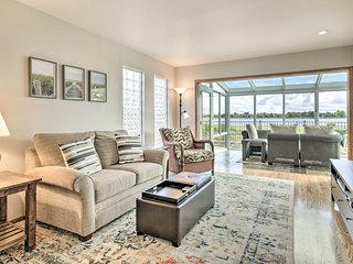 NEW! San Francisco Bay Townhome w/ Sunroom + View!