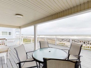 Oceanfront Cottage, Large Deck Overlooking Beach, Pet Friendly, North End Caroli