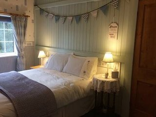 Quirky 2 Bed Cosy Cottage