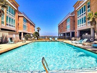 3 bed 2 bath, Community Pool, Private Pier! Fabulous View!
