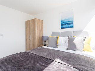 SERVICED APARTMENTS ⭐ LONDON GATWICK CRAWLEY ⭐ SUTHERLAND QUARTERS