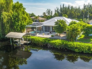 Bokeelia Breeze, 3BR Home with Private Pool & Boat Dock, Enclosed Lanai