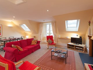 1 Parliament Sq (apt 5), Royal Mile, 300 metres from Edinburgh Castle