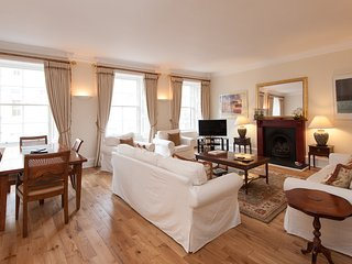 1 Parliament Sq (apt 10), Royal Mile, 300 metres from Edinburgh Castle