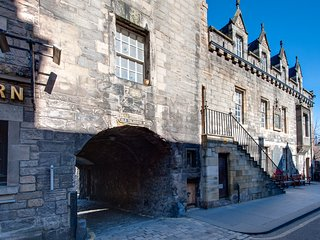 Tolbooth just off Royal Mile - secure parking included