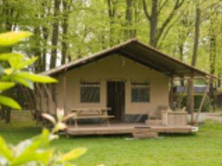 Luxe Woodlodge safari tent voor 6 personen
