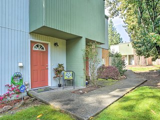 NEW! Townhome w/ Yard: 3 Mi to Camp Murray & JBLM