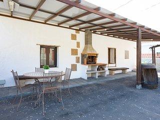 Casa rustica con terraza y barbacoa by Lightbooking