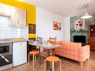Casa familiar terraza y barbacoa by Lightbooking