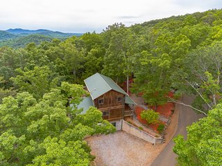 Mountain Escape | 4BR 3BA | Mountain Views | Hot Tub | Pool Table | Air Hocky