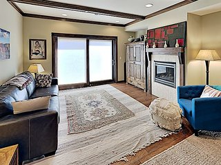 Heart of Downtown Pet Friendly Condo with Views - 30+ day Stay Required