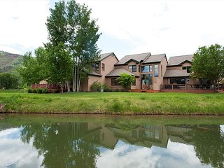 Dalton Ranch Townhome on 11th Fairway & Waterway - A/C - Unbeatable Views