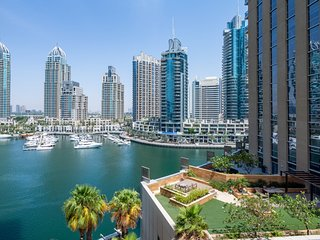 Elegant 2BR in Dubai Marina w/ Marina Views