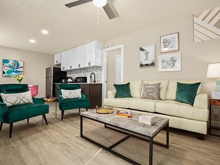 Central Austin Space Near Lady Bird Lake with Parking and Full Kitchen
