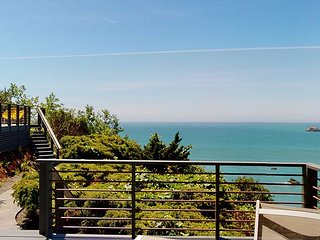 Baker Beach House~Low rates through June + Pay 6 nights get 7th one free!