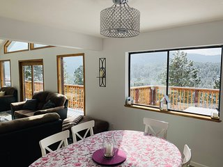 NEW Close to Mountain and Activities - Chalet w Million$Views on 1 Acre Lot