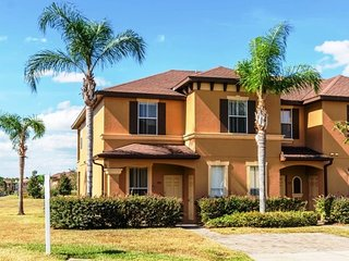 Gorgeous 4 Bedroom Premium Townhome Close to Pool and close to Disney