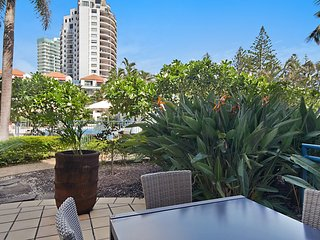 Calypso Plaza Resort Unit 141 Studio style apartment - Beachfront Coolangatta