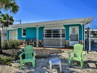 Newly listed! Close to the beach, S Flagler Beach, Dog Friendly Cottage