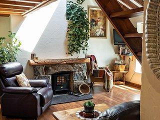 Beudy Mawr cottage | Hot Tub |Gym|Snowdonia | Close to zip world.
