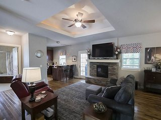 Pet Friendly! Branson Good Life Getaway -2 bed/2 bath condo at Branson Hills