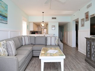 Tropical Winds 304 ~ Gulf Front, Smart TV, REMODELED, New LR Furn ~ Free Wifi ~