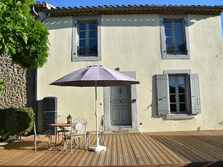 Superb Gite - Canal View Cottage