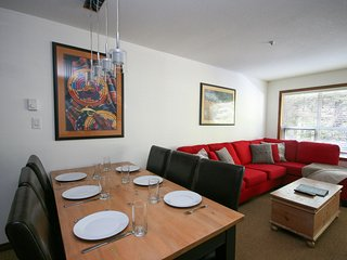 FREE ACTIVITIES - Ski In/Ski Out Apartment w/ Pool & Hot Tub by Harmony Whistler