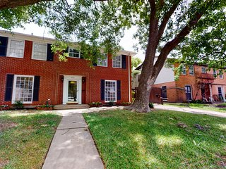 New listing! Charming home near museums, the Houston Zoo, & Medical Center