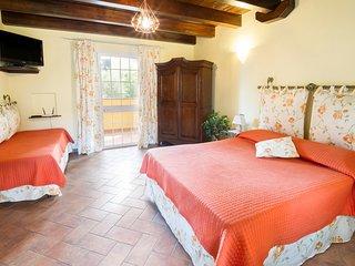VILLA LISA - Nespolo - appartamento in villa con giardino