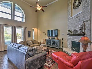 Luxurious Family Home in League City w/Heated Pool