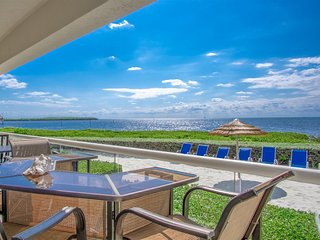 Mariners Club 3bed/2.5bath condo with open water views