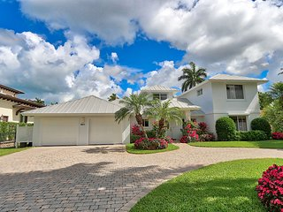 Aqualane Shores Pool, Waterfront Home 601