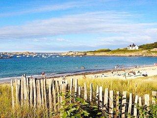 Ty Ar Garante Maison bretonne classee 2** grand jardin a 100 metres de la plage