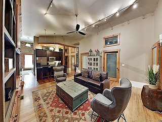 Newly Renovated Loft Apartment in Heart of Downtown - 2 Blocks to Pack Square