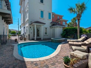 Luxury Beach Home/Steps to the beach/Gorgeous Golf Views/Private Heated Pool/Fre