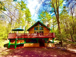⛰⛷⛱ POCONO Stream Side Mountain Lodge ★ Hot Tub, near EVERYTHING - Famil