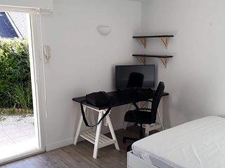 Studio avec terrasse et petit jardin au calme