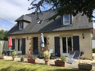 Maison de vacances tres spacieuse proche Granville avec wifi et stationnement